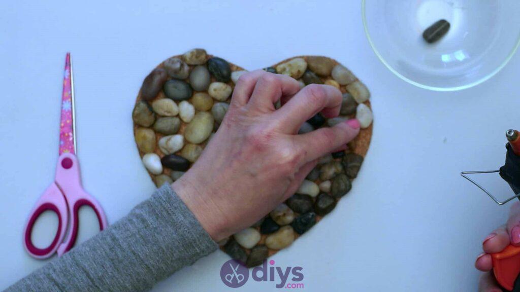 Sous-plaque de galets en forme de coeur étape 3ab