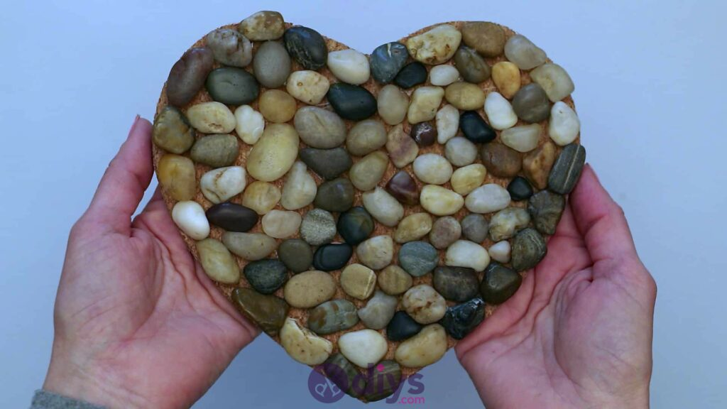Sous-plaque de galets en forme de coeur étape 3djh