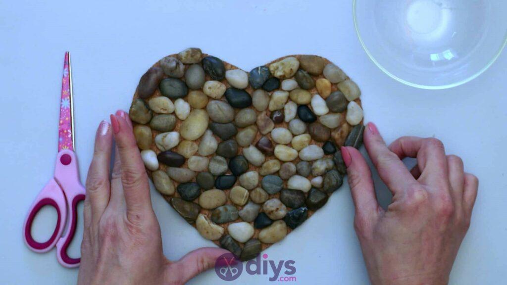 Sous-plaque de galets en forme de coeur étape 3 fisnihes