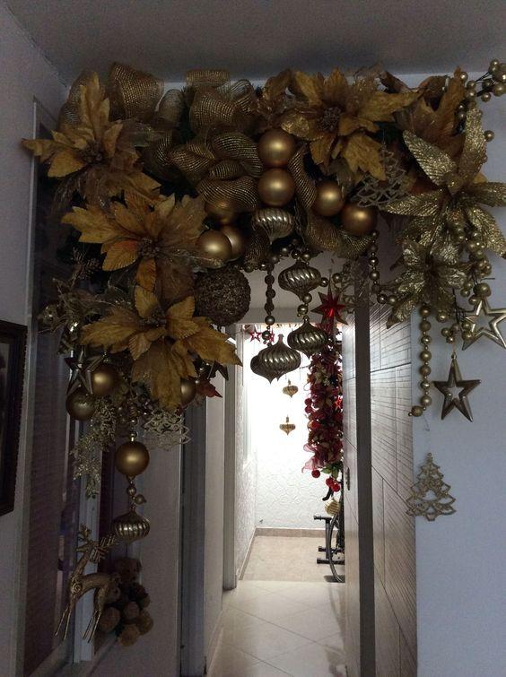 Guirlandes de Noël avec des sphères dorées