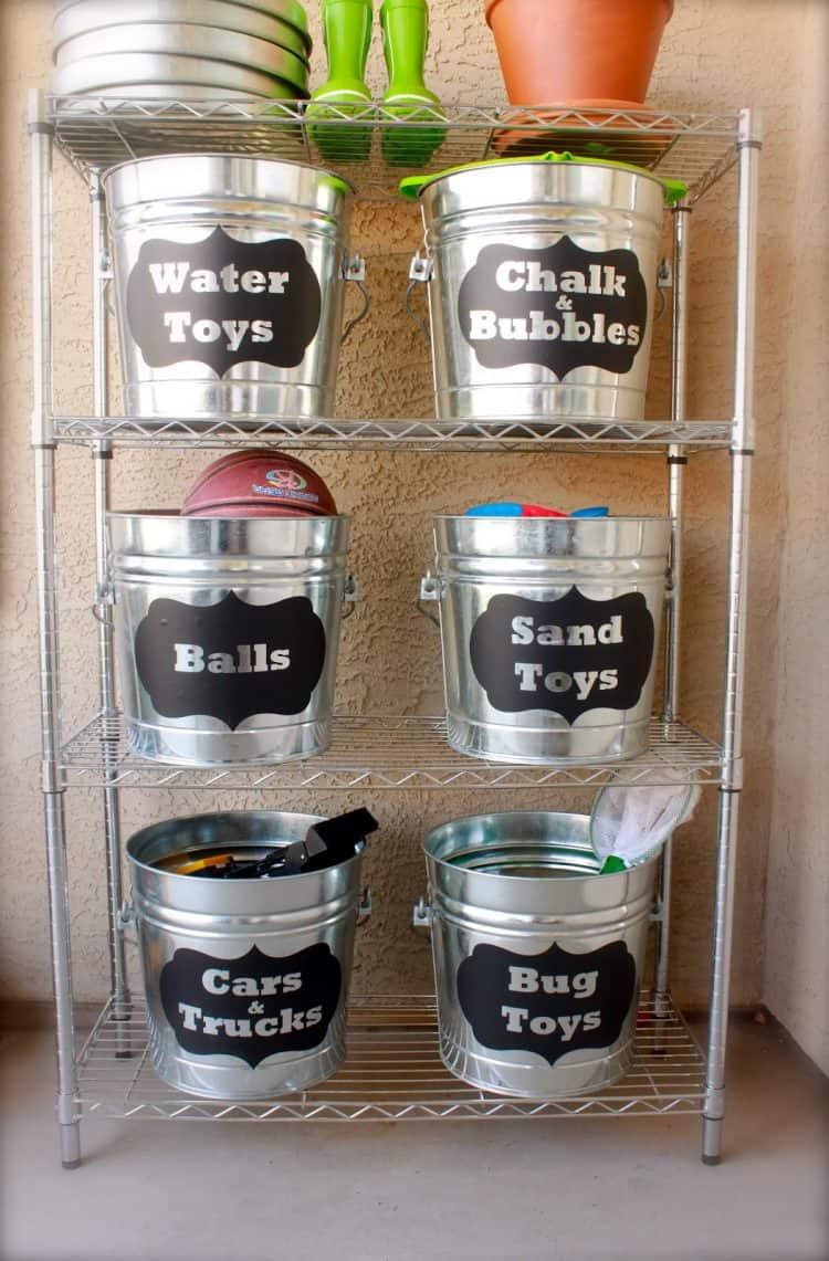 Wire rack and bucket outdoor toy organizer