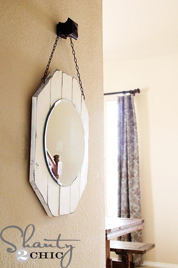 Charmant miroir en bois