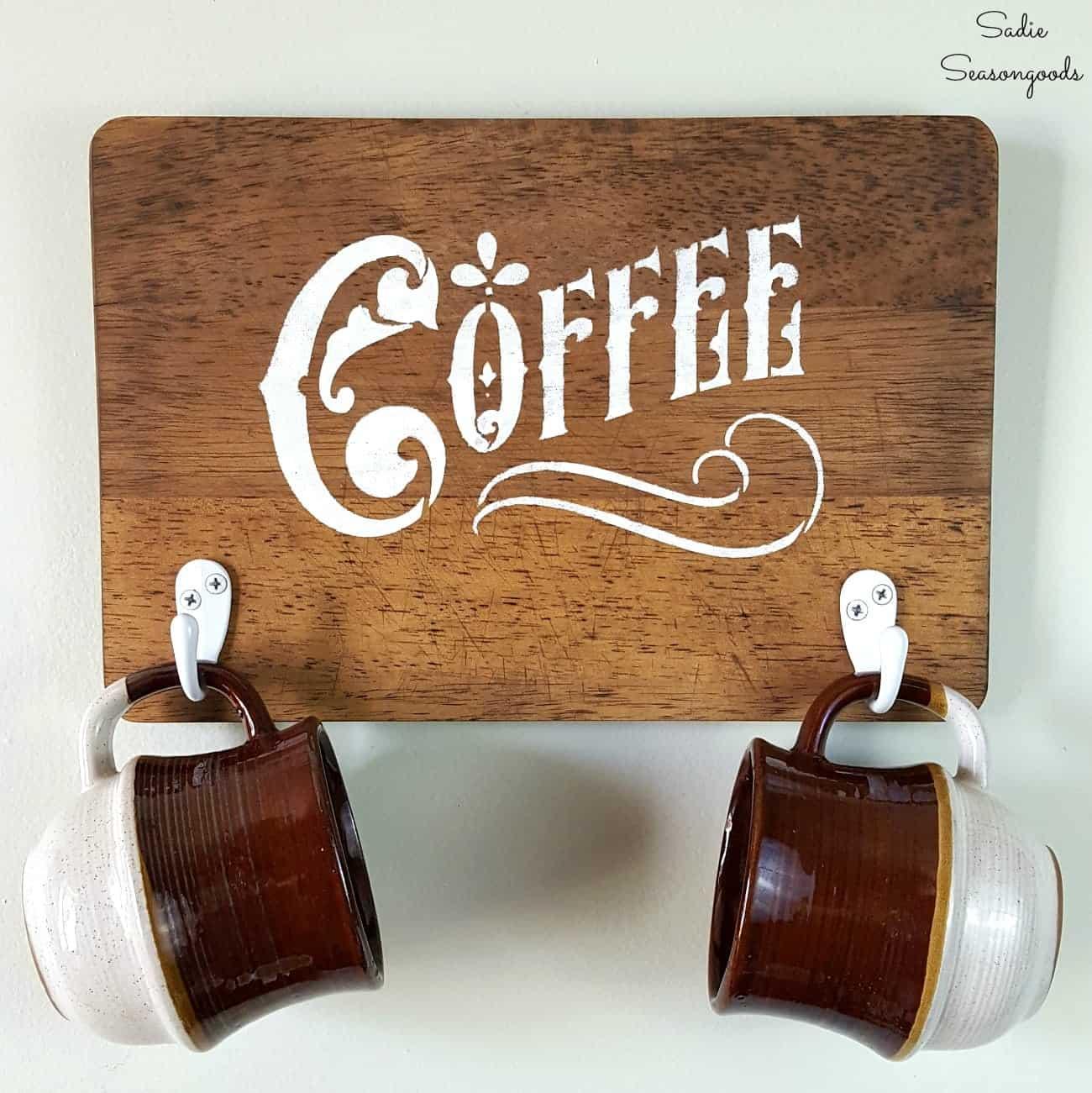 Signe de tasse à café en bois peint