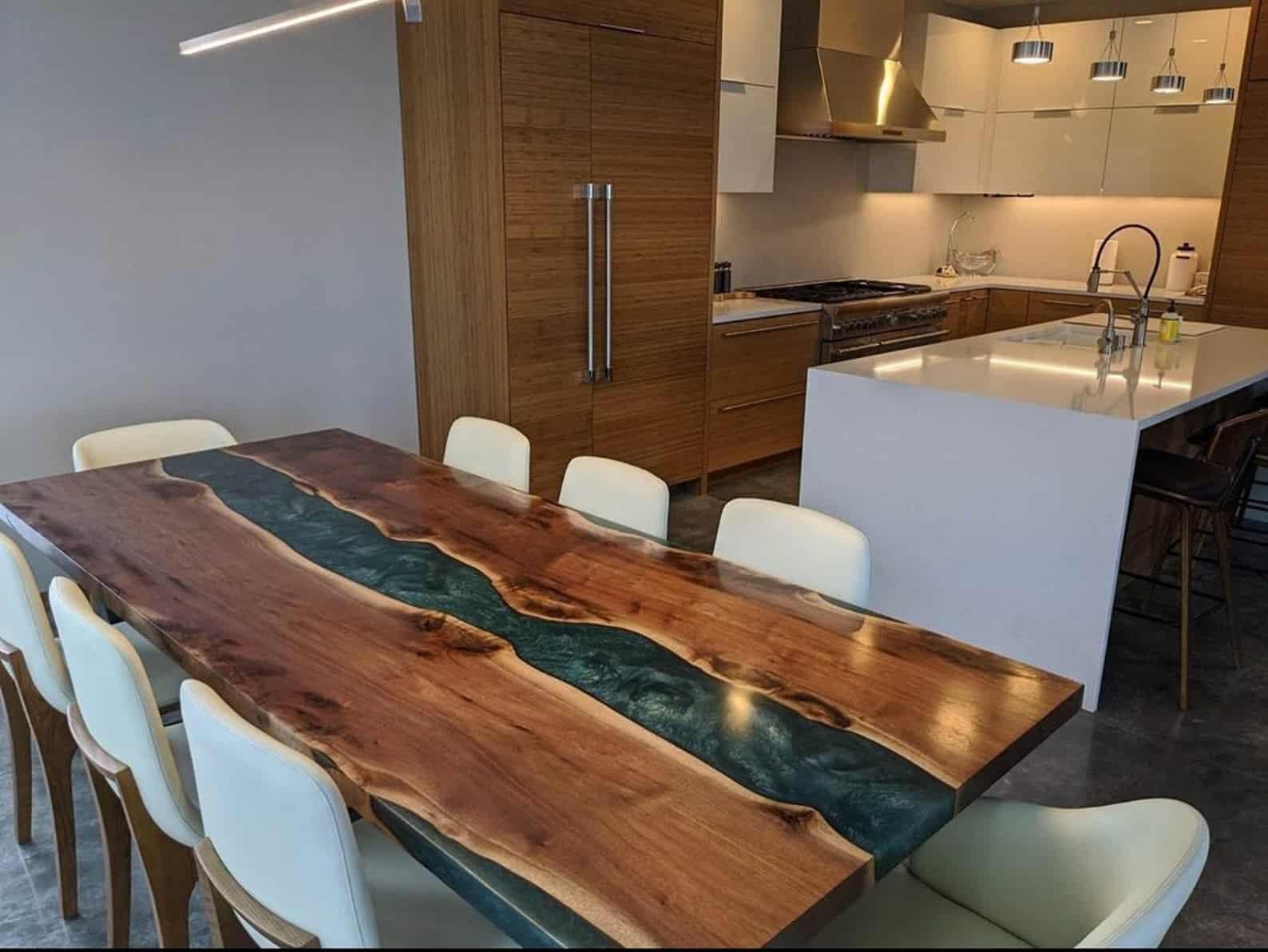 Plateau de table en résine bleu personnalisé