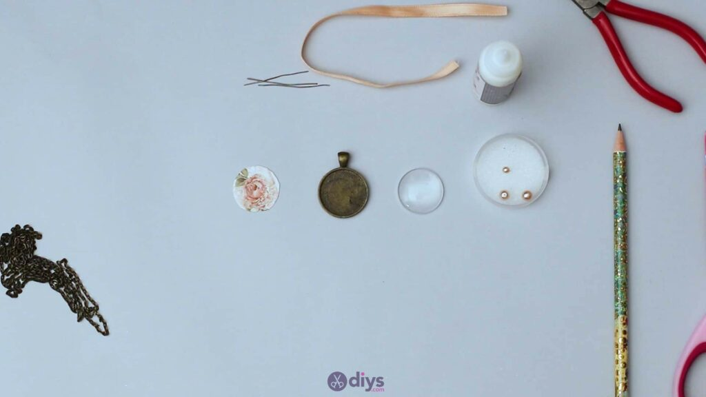 Collier lentille en verre étape 2f