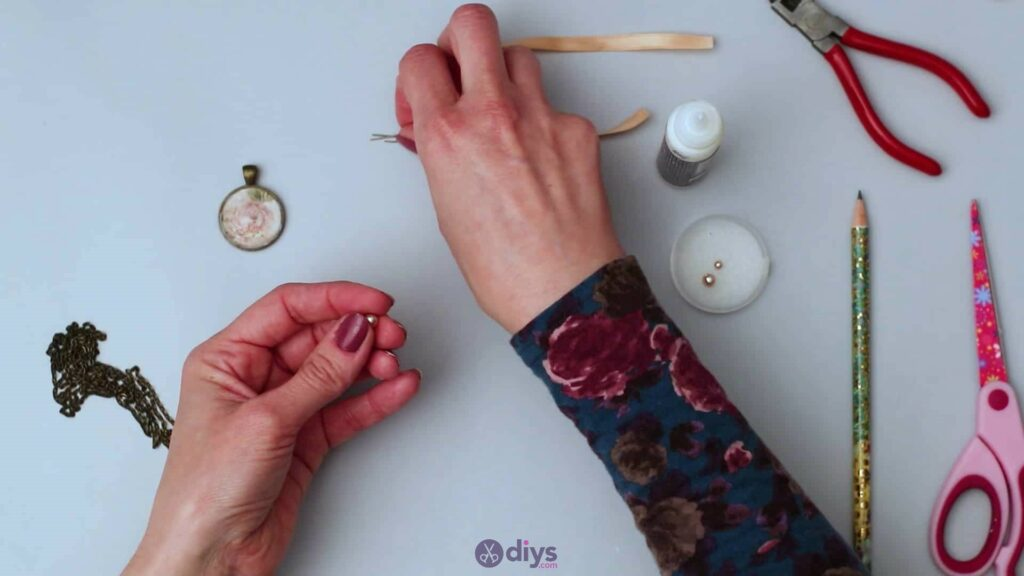 Collier lentille en verre étape 4