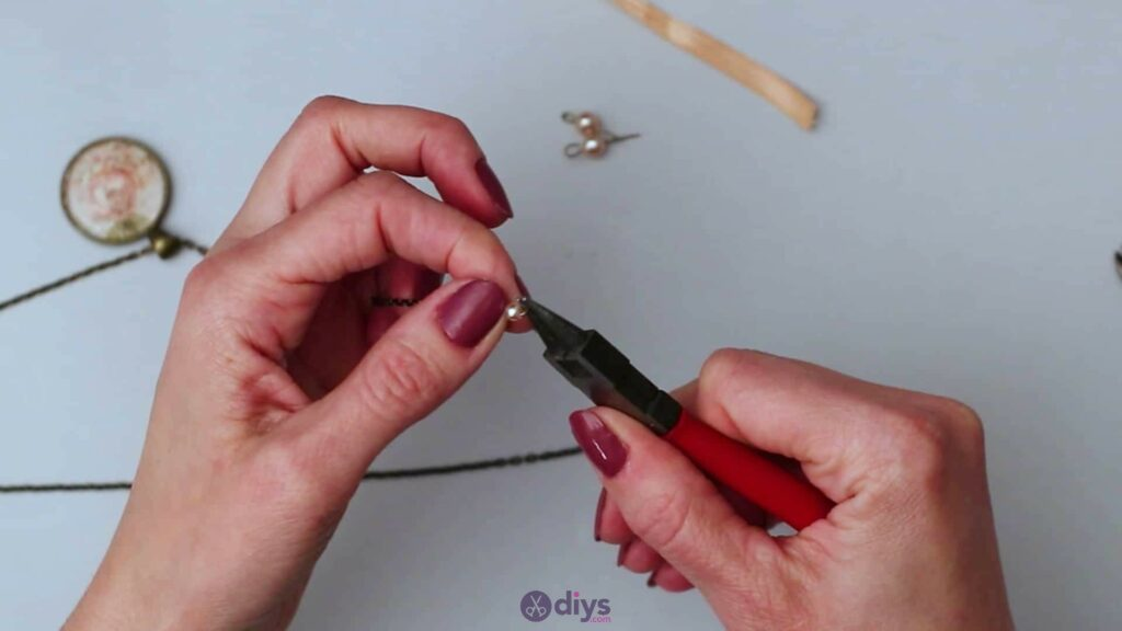 Collier lentille en verre étape 5f