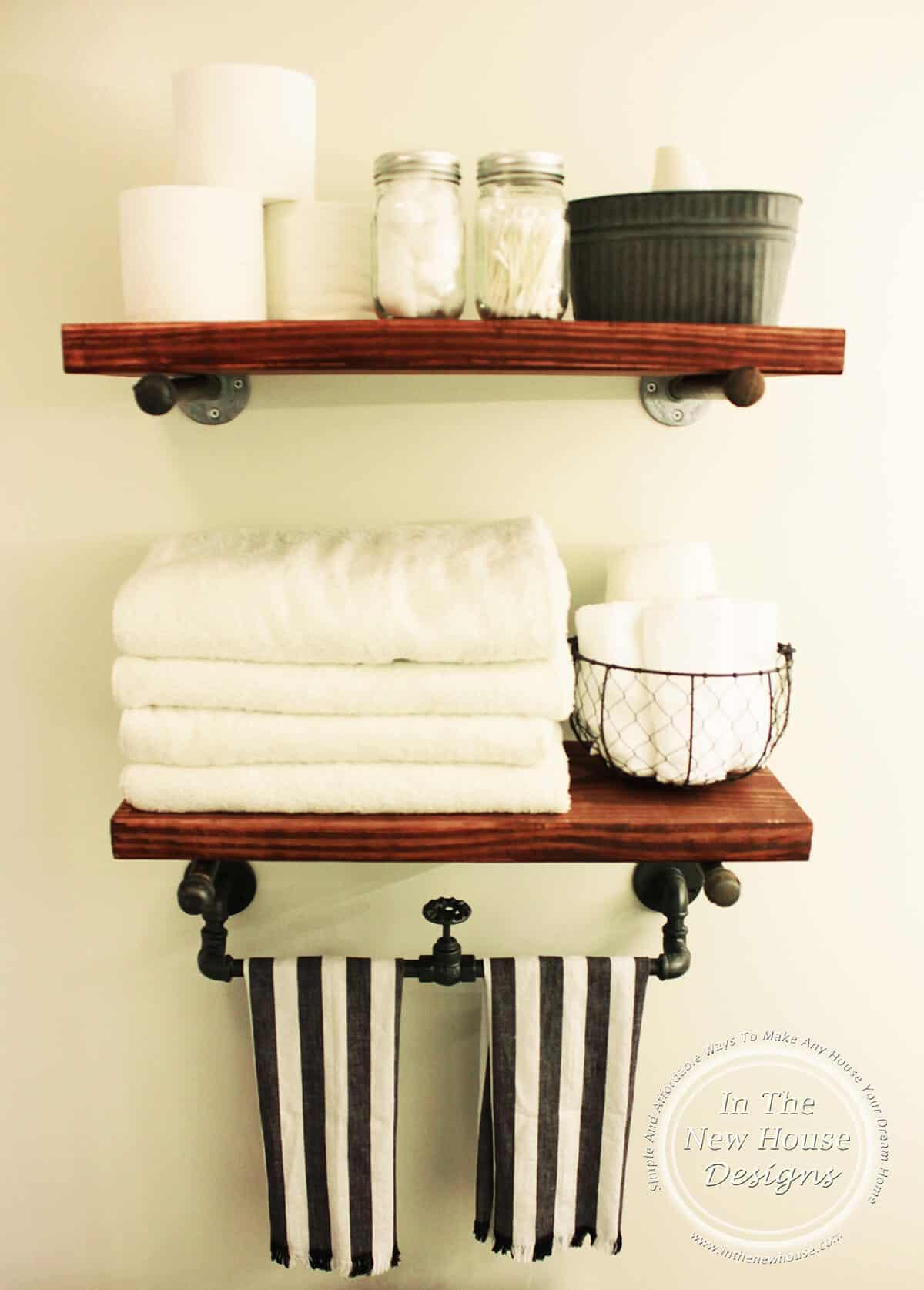 Étagères de salle de bain rustique en bois teinté et tuyau