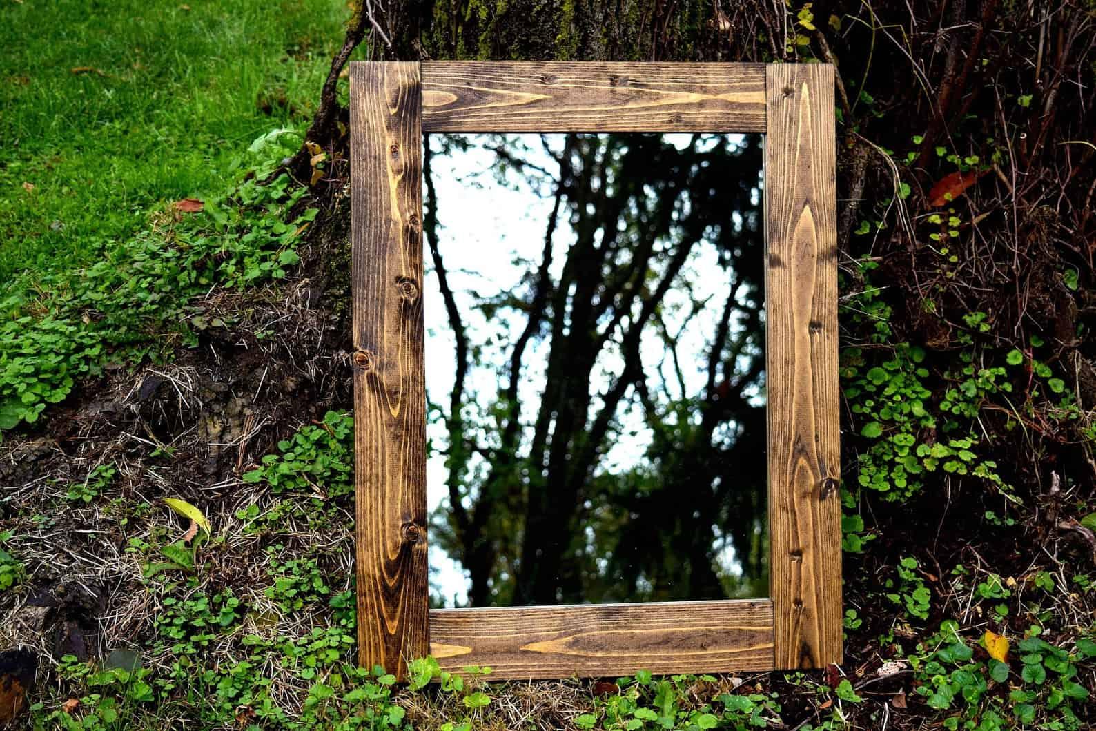 Miroir encadré rustique
