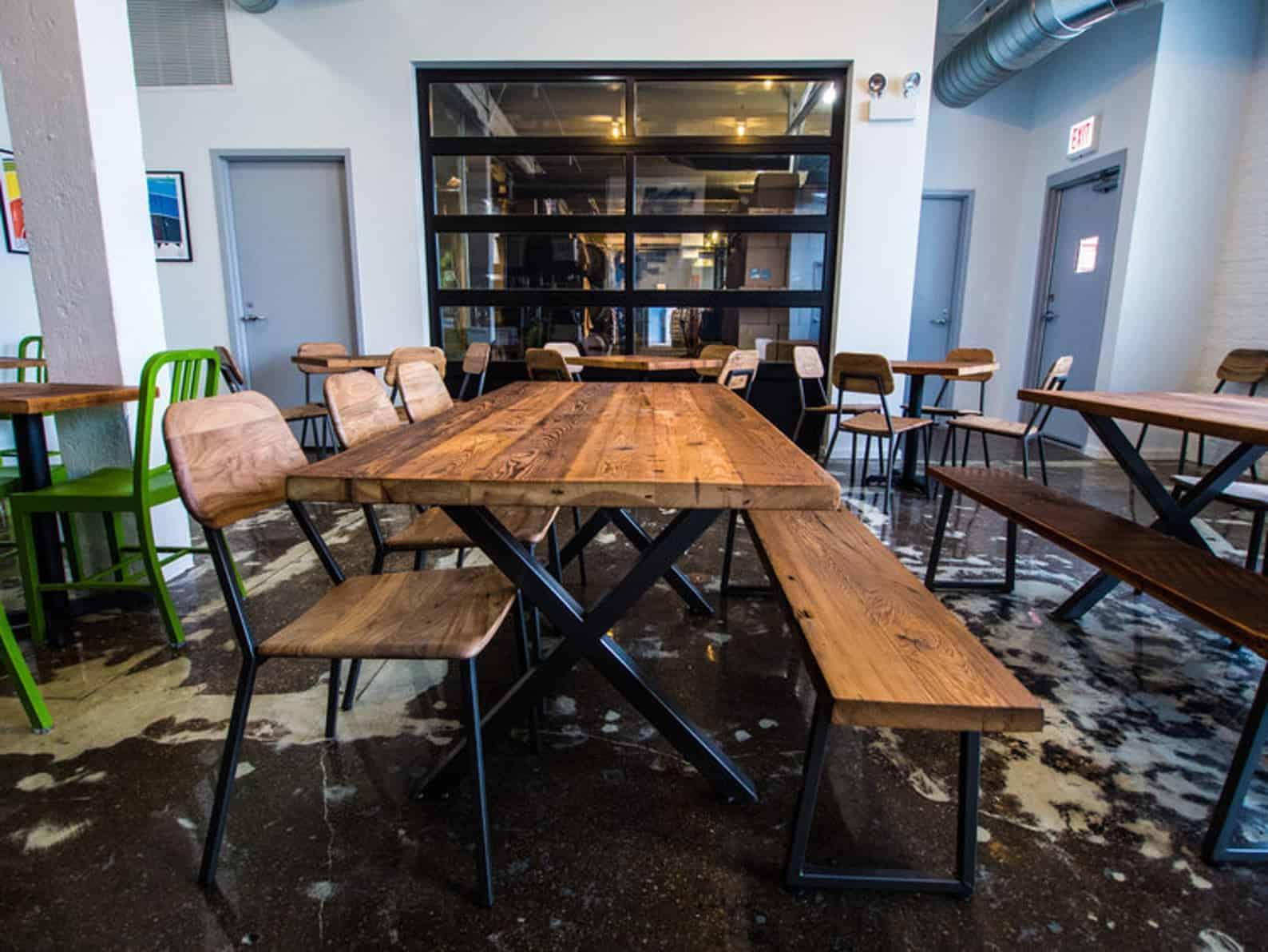 Table à manger en bois de récupération