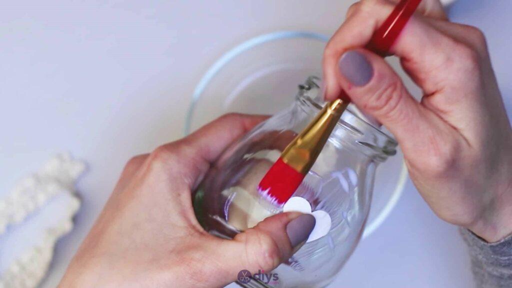 Vase à paillettes de fleurs bricolage à partir de bocaux en verre étape 4a