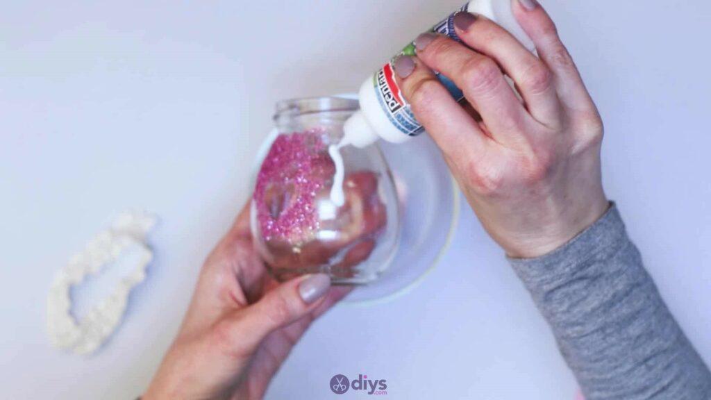 Vase à paillettes de fleurs bricolage à partir de bocaux en verre Étape 6