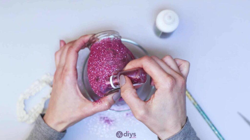 Vase à paillettes de fleurs bricolage à partir de bocaux en verre étape 6h