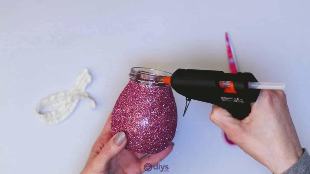 Vase à paillettes de fleurs bricolage à partir de bocaux en verre Étape 7