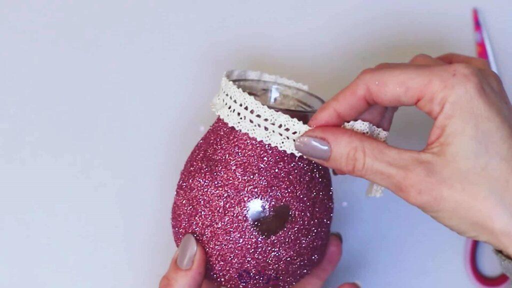 Vase à paillettes de fleurs bricolage à partir de bocaux en verre Étape 7b