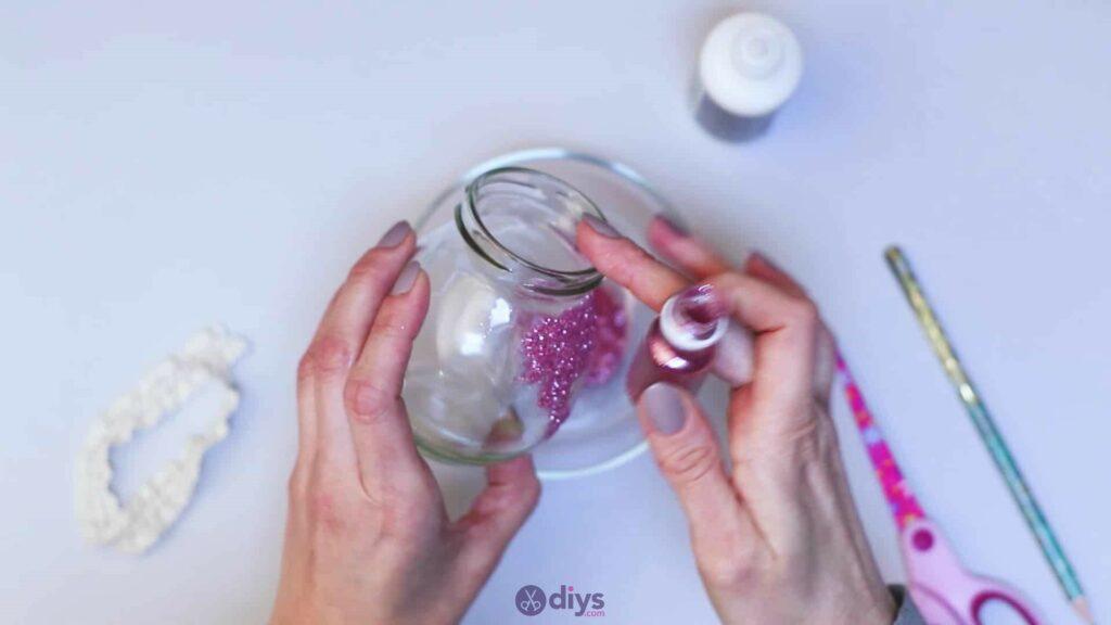 Vase à paillettes de fleurs bricolage à partir de bocaux en verre Étape 5D