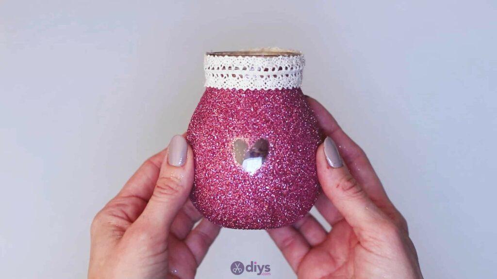 Vase à paillettes de fleurs bricolage à partir de bocaux en verre étape 7d