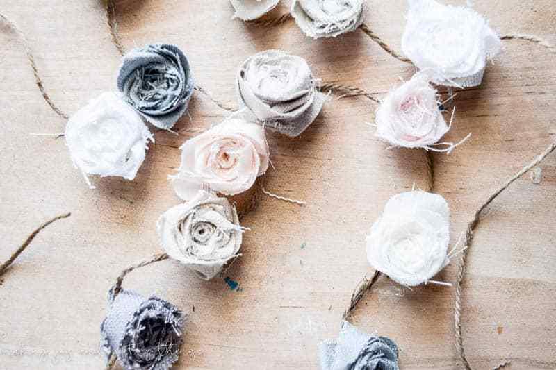 Guirlande de fleurs en tissu bricolage