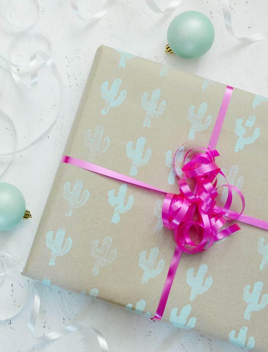 Emballage cadeau estampé à la main bricolage Continuer l'impression