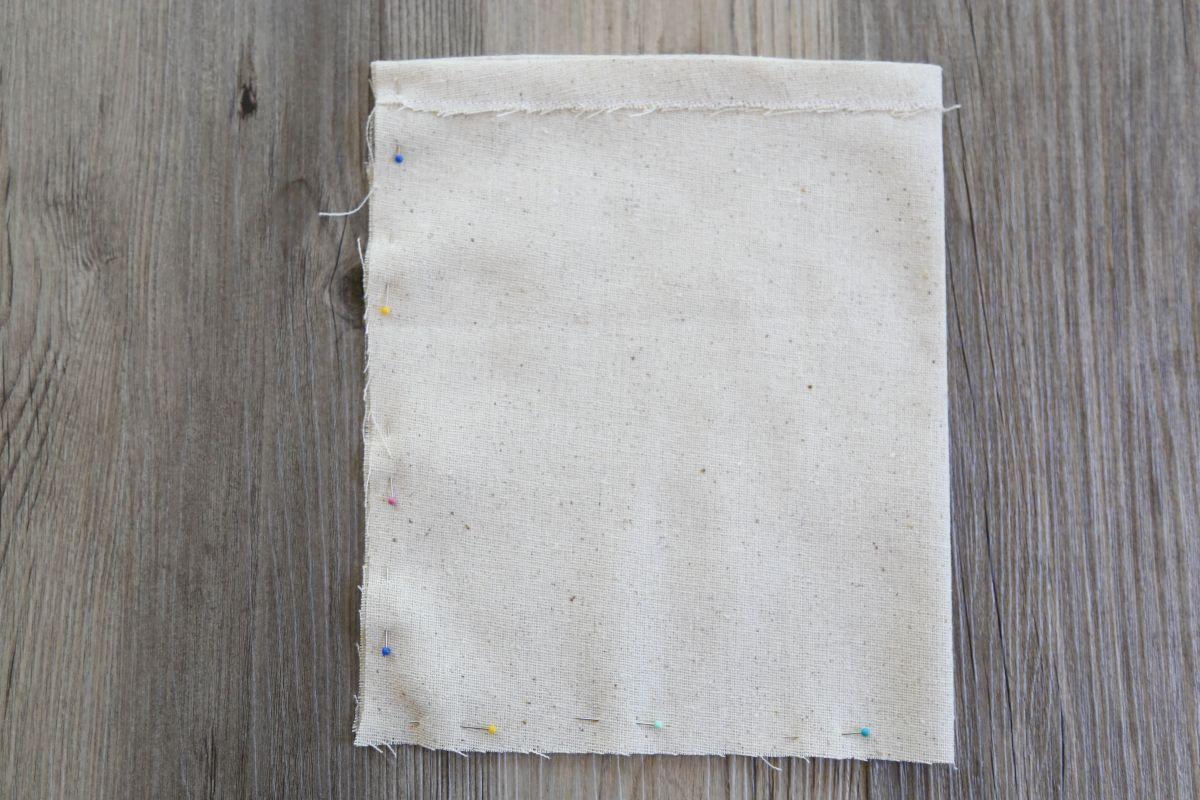 Sacs de faveur peints bricolage - Pliez sur le tissu