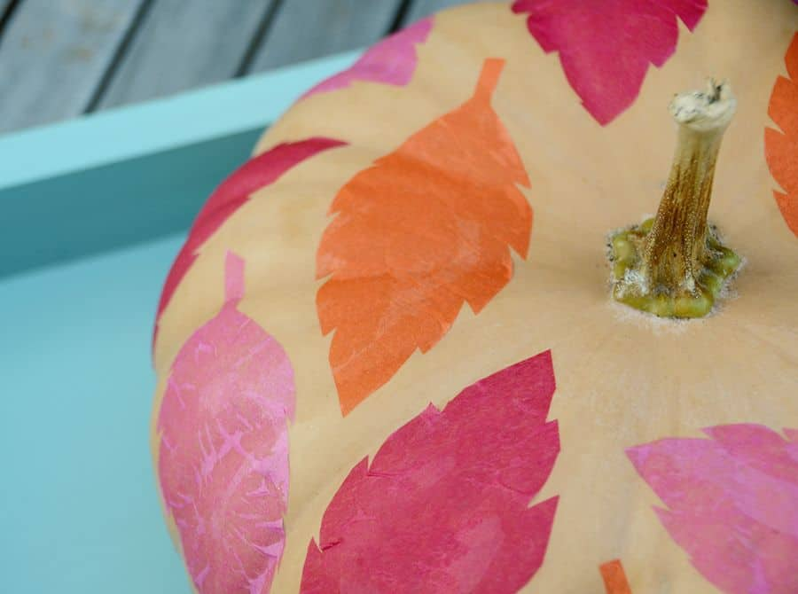 Citrouille colorée de feuille de papier de soie de bricolage