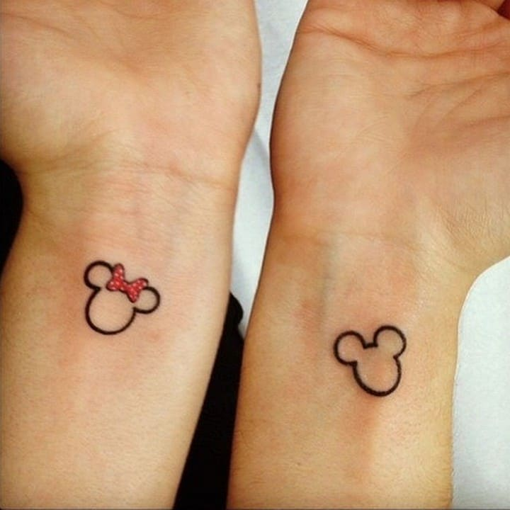 Idée de tatouage de couple Mickey et Minnie