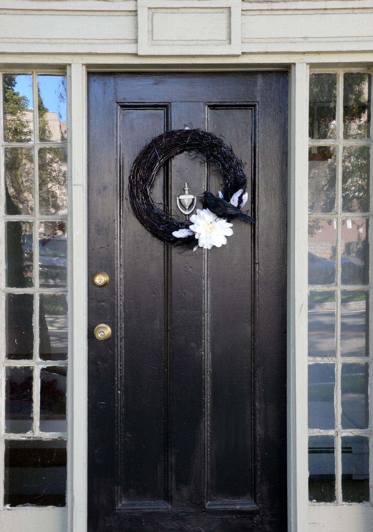 Couronne d'Halloween de porte d'entrée noire