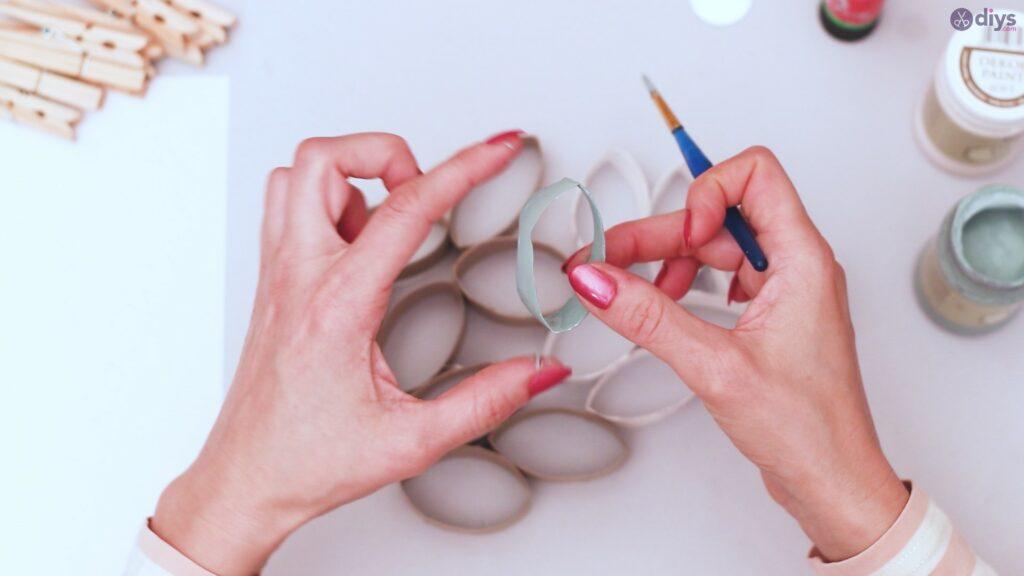 Projet de bricolage de décoration murale en rouleau de papier toilette (10)