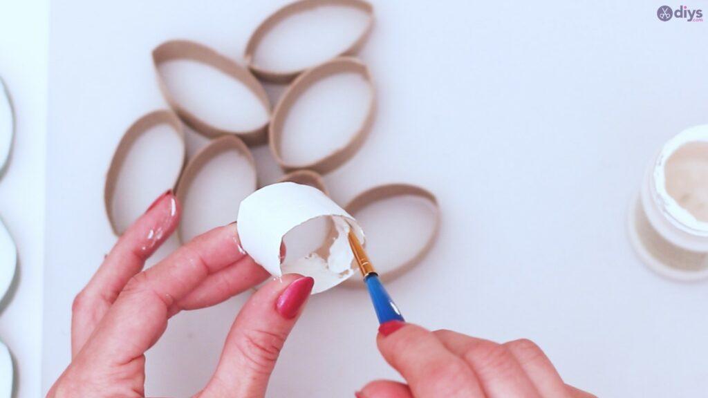 Projet de bricolage de décoration murale en rouleau de papier toilette (13)