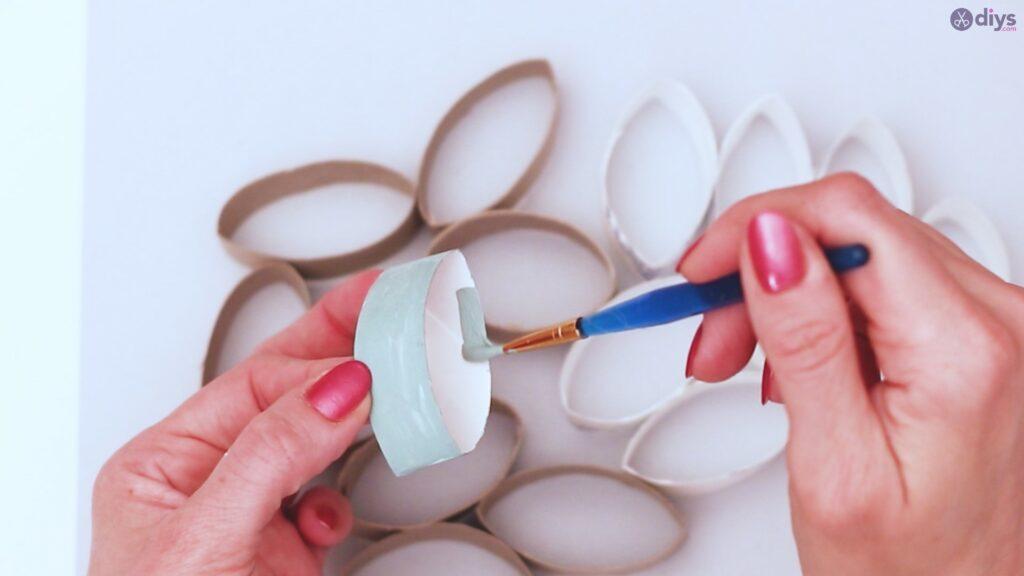 Projet de bricolage de décoration murale en rouleau de papier toilette (9)