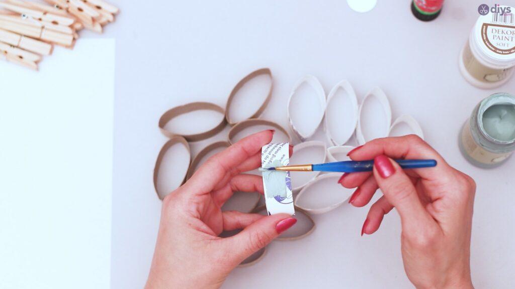 Projet de bricolage de décoration murale en rouleau de papier toilette (7)