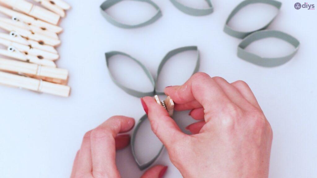 Projet de bricolage de décoration murale en rouleau de papier toilette (17)