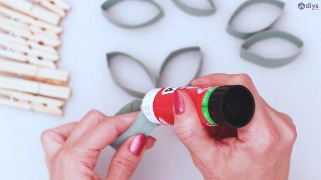 Projet de bricolage de décoration murale en rouleau de papier toilette (15)