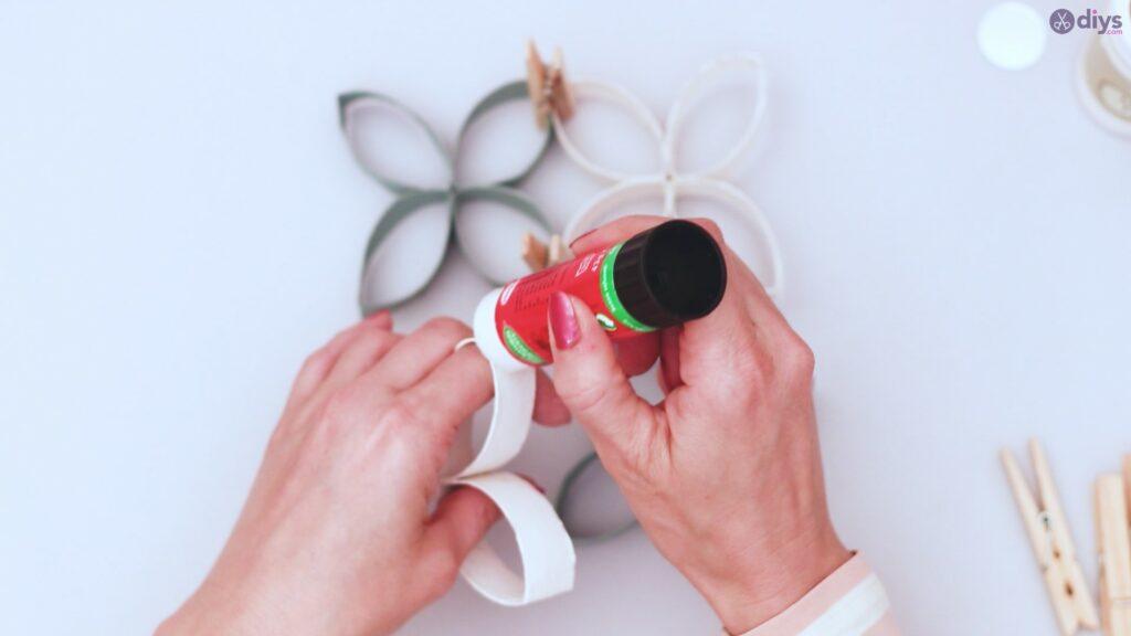 Projet de bricolage de décoration murale en rouleau de papier toilette (40)
