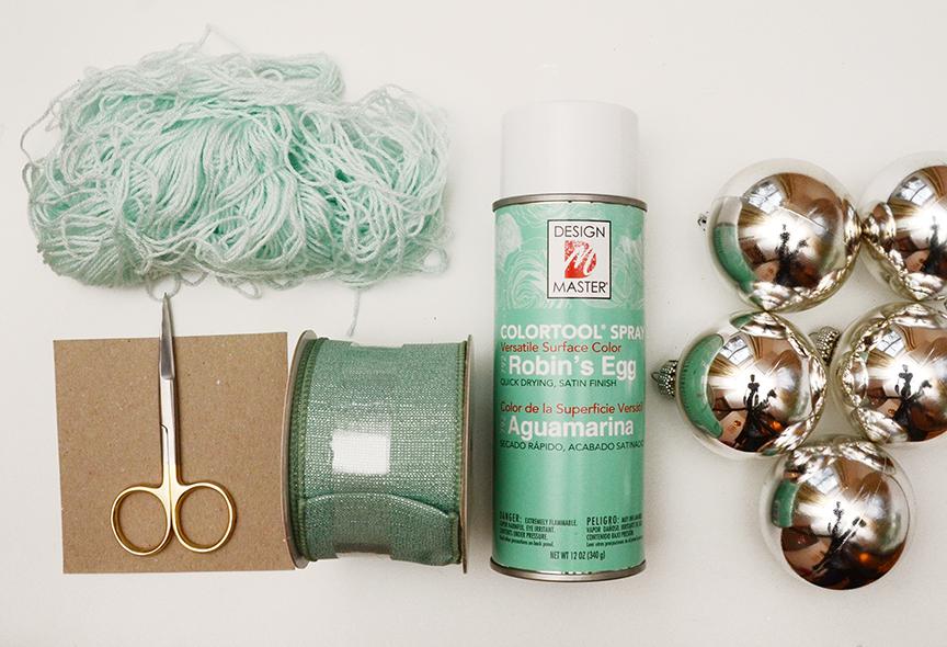 Sapin de Noël blanc matériaux vert sauge