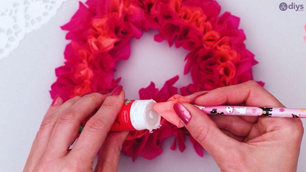 Papier de soie bricolage coeur gonflé étape 1 (24)