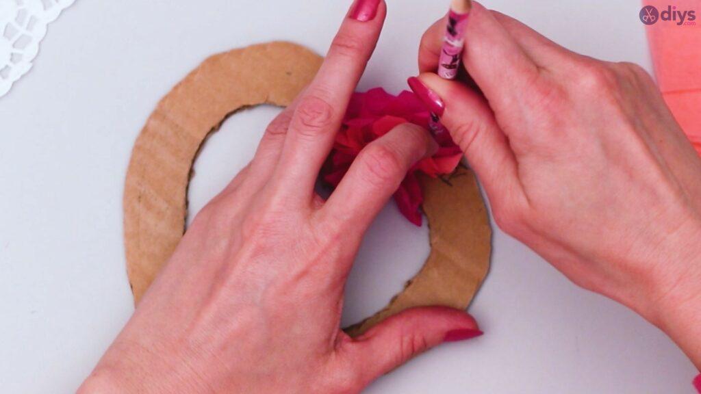 Bricolage coeur gonflé en papier de soie étape 1 (21)
