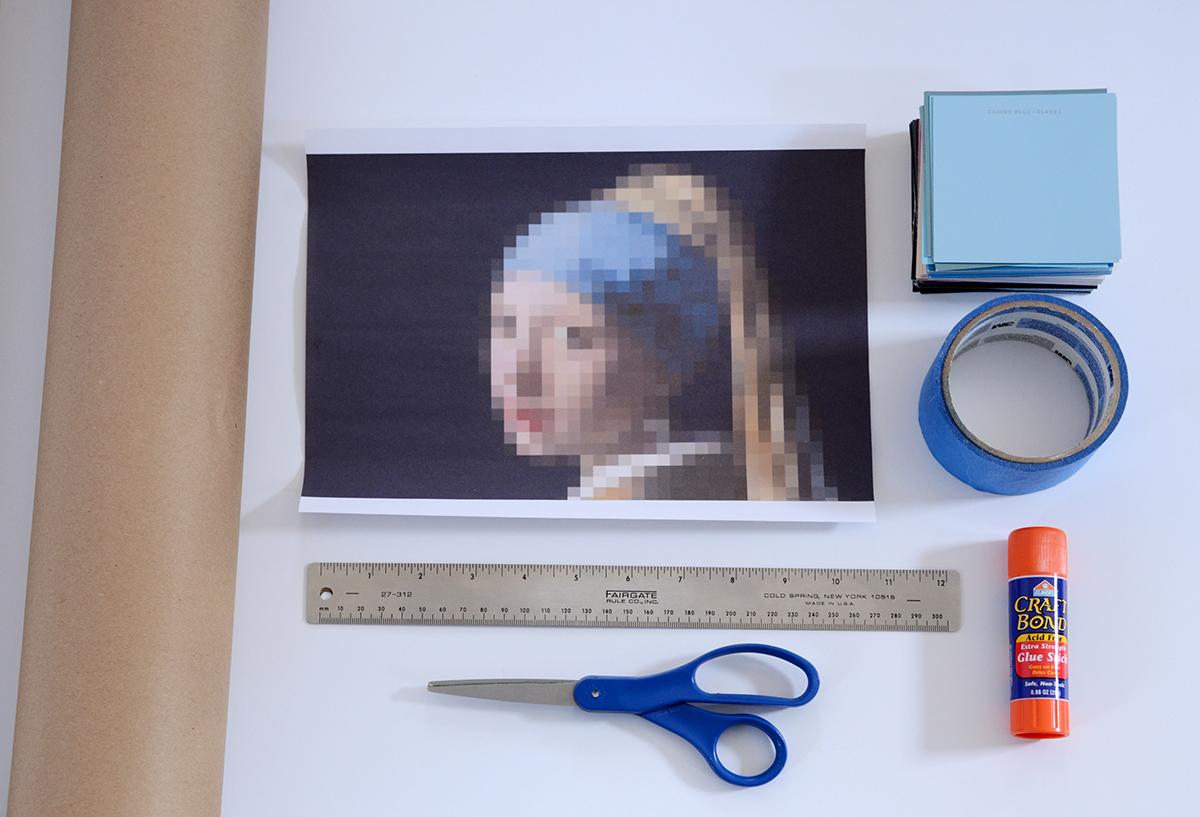 Paint Chip Girl avec une boucle d'oreille en perles 1