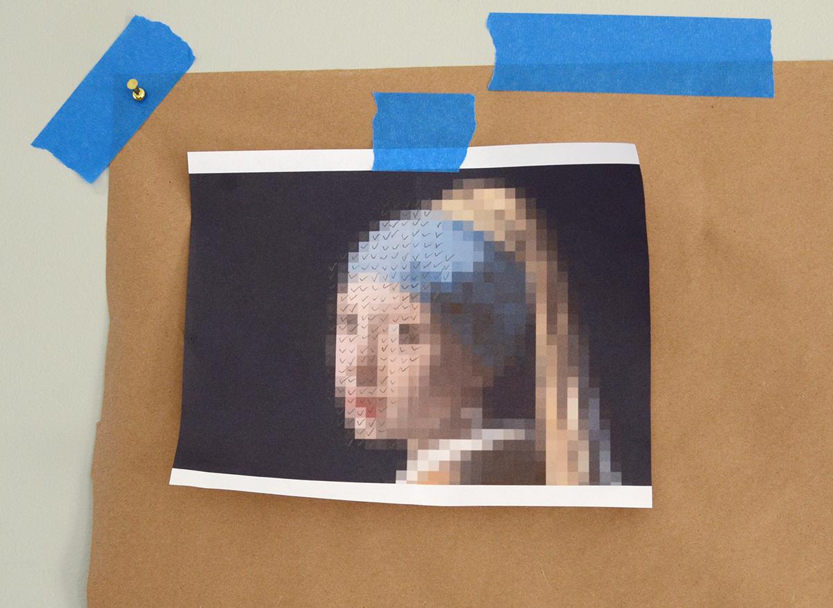 Paint Chip Girl avec une boucle d'oreille en perles 6