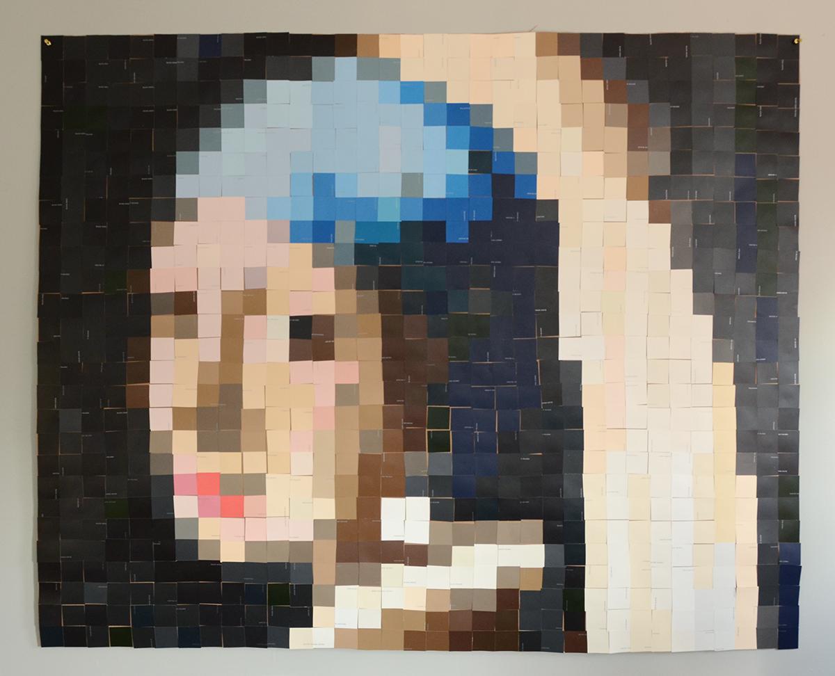Paint Chip Girl avec une boucle d'oreille en perles 9