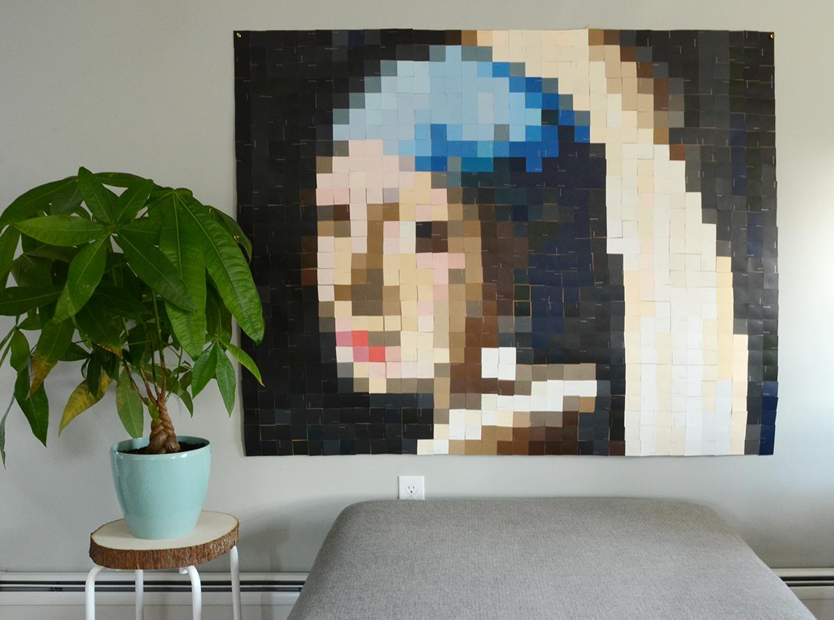 Paint Chip Girl avec une boucle d'oreille en perles 8