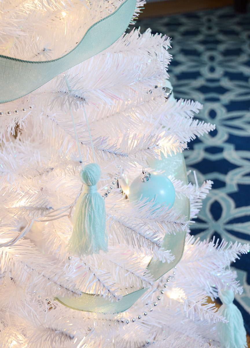 Décorations d'arbre de Noël blanc