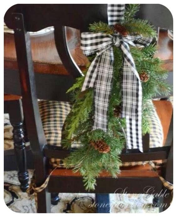 Décorer des chaises de salle à manger à Noël