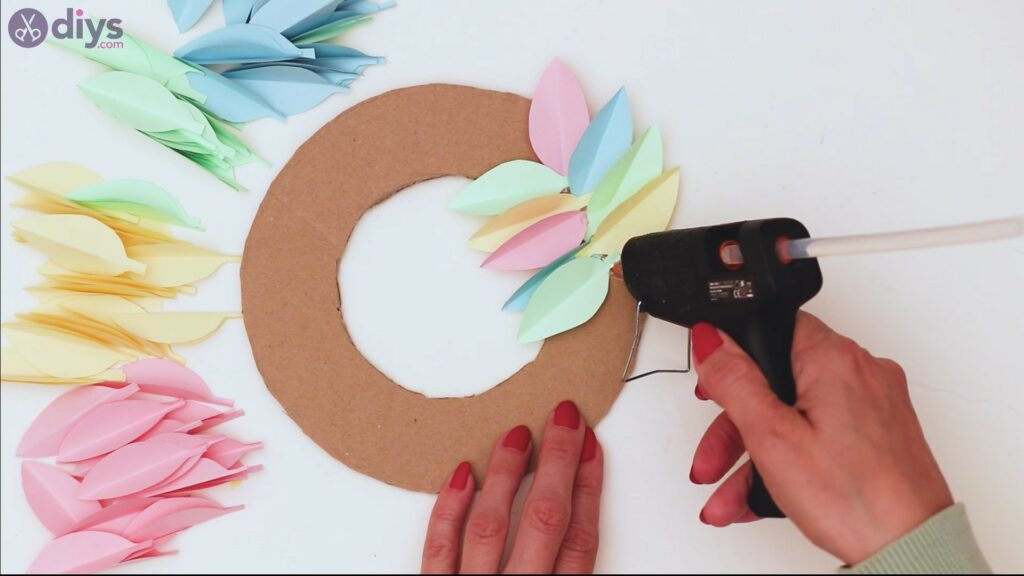 Étapes de guirlande de fleurs en papier (25)