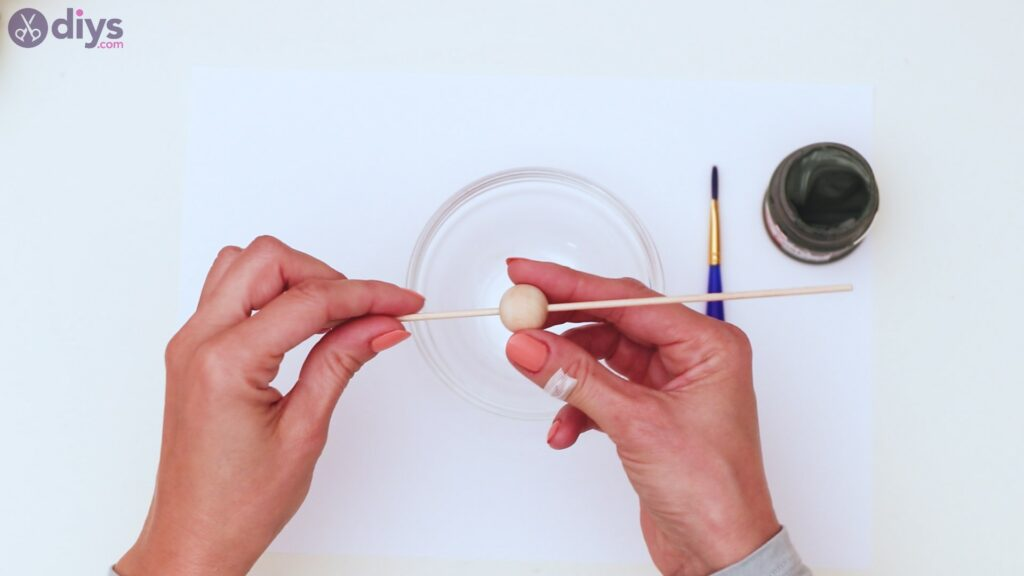 Étapes de porte-clés en perles de bois (1)