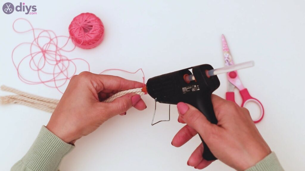 Étapes de porte-clés en textile (7)