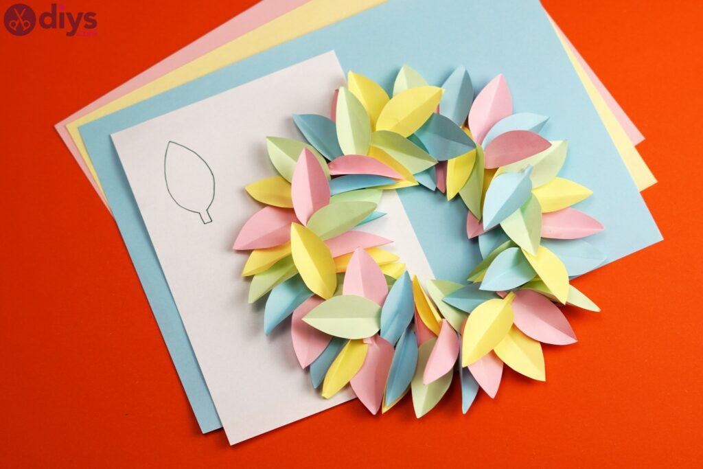 Couronne de fleurs en papier bricolage