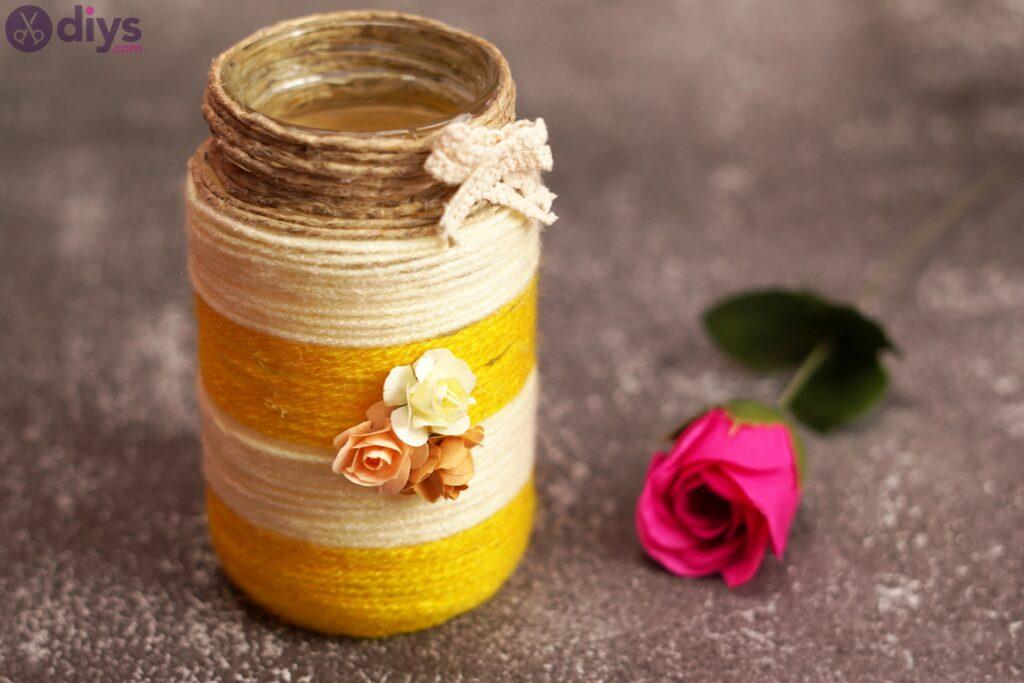 Vase enveloppé de corde
