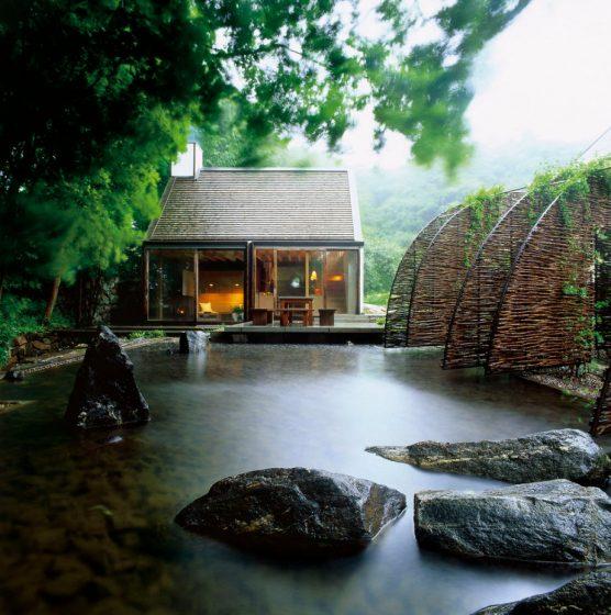 Cabane avec fontaine à eau