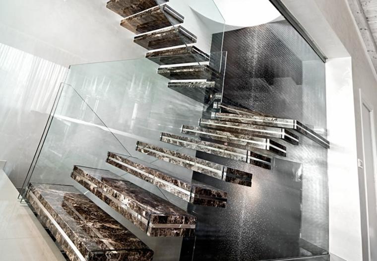 Bel escalier flottant en marbre